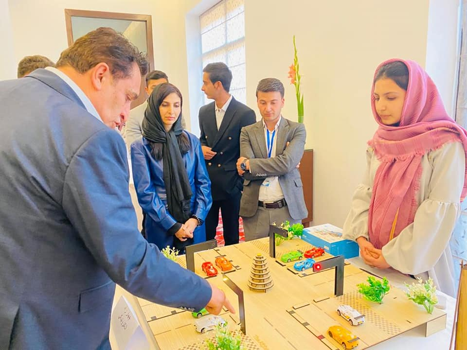 SMPA Minister visits the Exhibition of Devices of Robot Making Girls